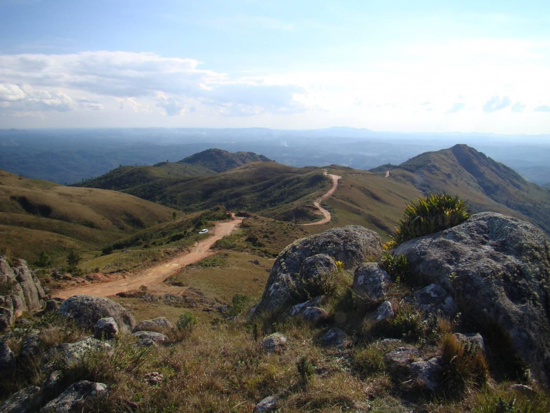 As trilhas são moderadas para chegar ao cume, mas é preciso disposição. Foto: Turismo Campo Alegre/divulgação