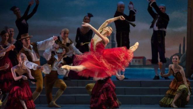 Corpo de ballet russo apresenta trechos de obras clássicas.