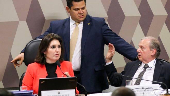 Os presidentes da CCJ, senadora Simone Tebet, do Senado, Davi Alcolumbre e o relator da PEC 6/2019, senador Tasso Jereissati.