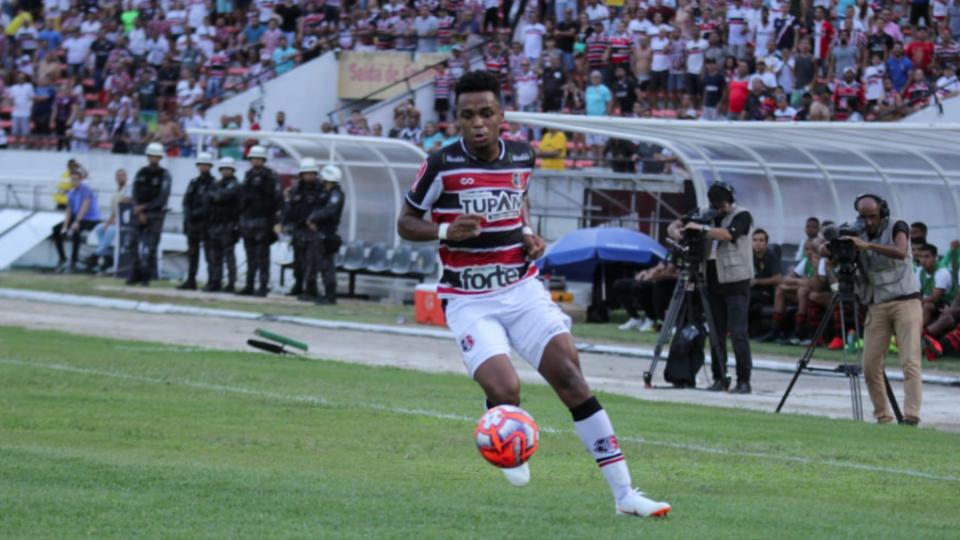 Santa Cruz divulga venda de atacante de 19 anos para o Athletico por R$ 1,6 milhão