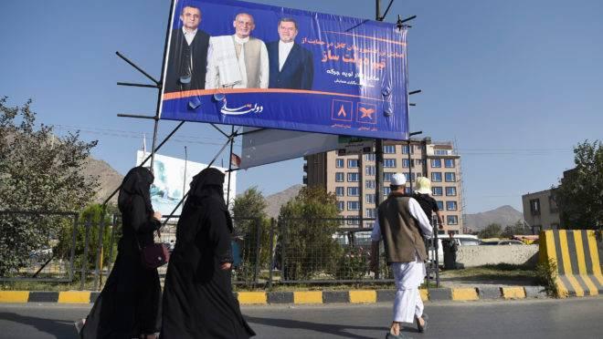Presidente do Afeganistão, Ashraf Ghani, que concorre à reeleição, não ficou ferido