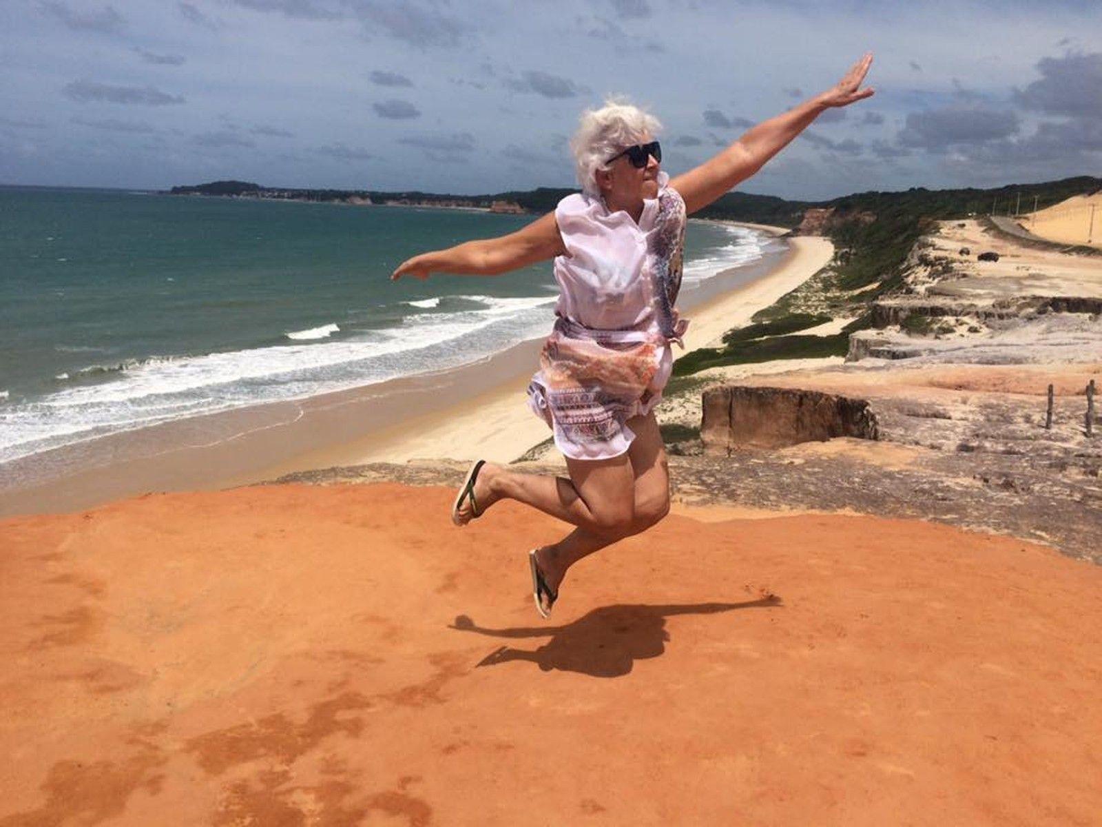 Conhecer diferentes lugares e culturas foi a experiência mais enriquecedora que ela já viveu, conta a aposentada de 67 anos. Foto: Arquivo pessoal