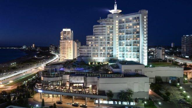 O resort é operado pelo grupo Enjoy, que investiu mais de US$ 50 milhões desde sua chegada ao Uruguai na expansão e modernização das instalações, como a reforma do salão de 4 mil m2 do cassino.