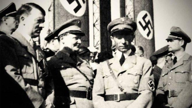 Adolf Hitler com Hermann Goering, Joseph Goebbels e Rudolf Hess.