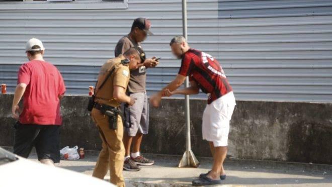 Homem foi socorrido inicialmente por policiais militares que acompanhavam movimento da torcida