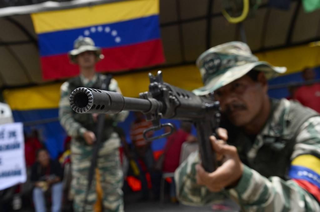 Membros da Milícia Nacional Bolivariana participam de exercícios militares para ativar a defesa integral de entidades do estado de Miranda, na Operação na Operação Soberania e Paz 2019, na Escola da Guarda Nacional Ramo Verde, em Caracas, Venezuela, 16 de setembro de 2019