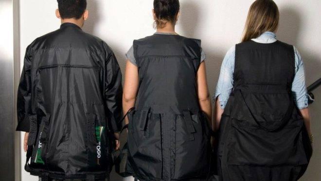 EAlgumas empresas, como a Jaktogo, desenvolveram peças com quase 30 bolsos e compartimentos para levar de roupas a eletrônicos.