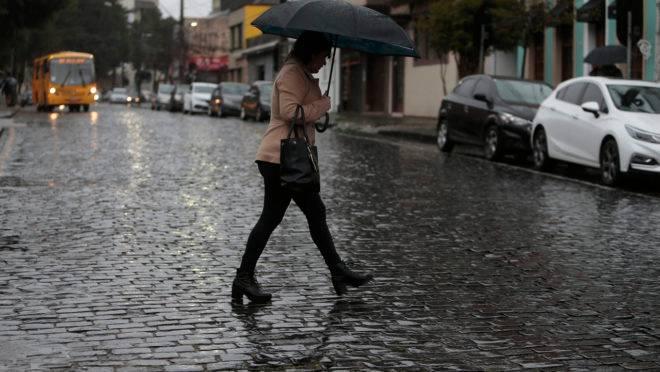 Área de instabilidade deve trazer a chuva de volta a Curitiba