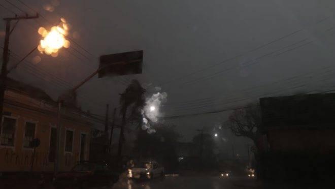 Chuva forte no Barreirinha, em Curitiba