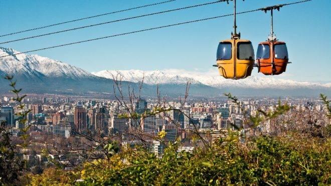 Cerro San Cristóbal , em Santiago. A Gol será a única empresa a disponibilizar um voo direto entre a cidade paranaense e a capital do Chile.