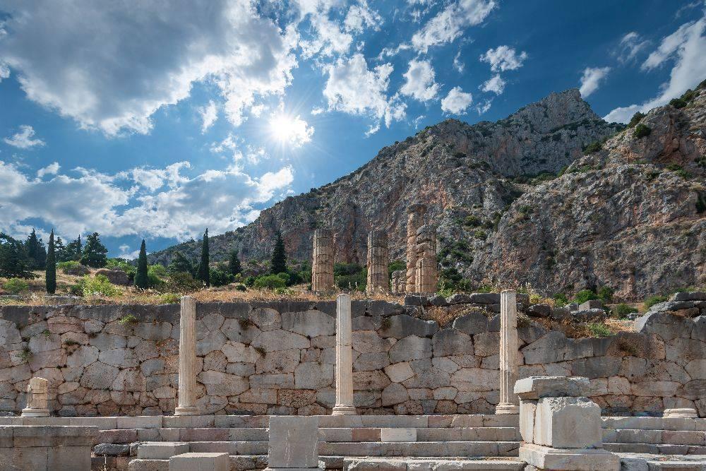 Considerada Patrimônio Mundial da Unesco, a cidade de Delfos merece um dia inteiro de passeio pelas extensas ruínas de mármore e uma visita ao excelente Museu Arqueológico. Foto:  Maria Mavropoulou/The New York Times.
