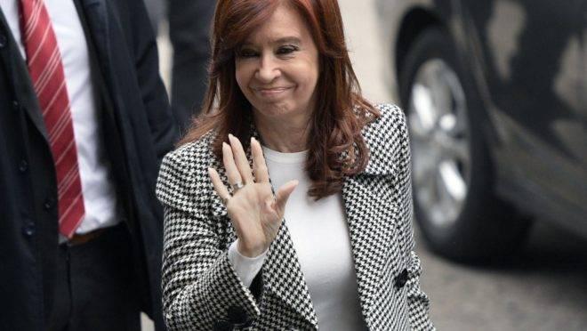 """Cristina Kirchner, ex-presidente da Argentina e candidata à vice-presidência, será julgada no caso dos """"cadernos de corrupção"""""""