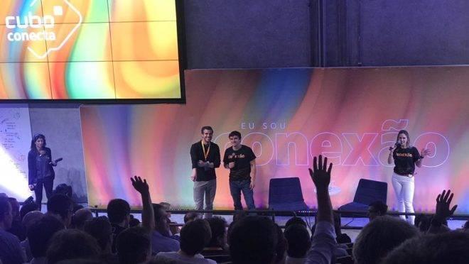 Empreendedores se oferecem para conversar com André Maciel, do Softbank