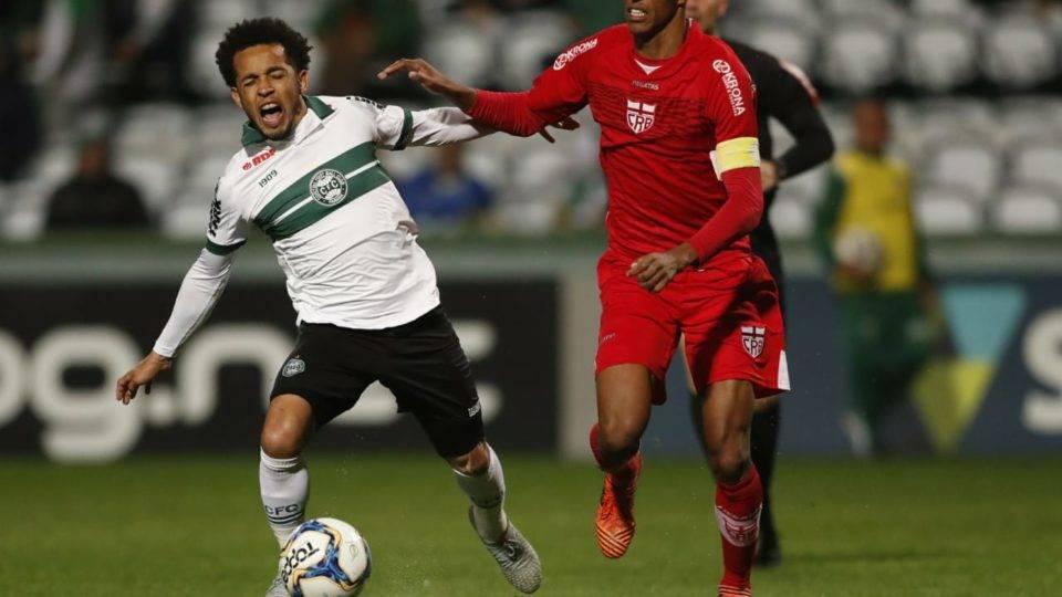 Ninguém se salva no Coritiba em derrota no Couto; veja as notas dos jogadores