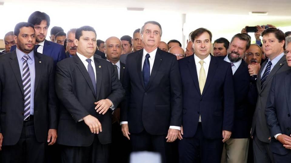 Bolsonaro leva o texto da reforma ao Congresso
