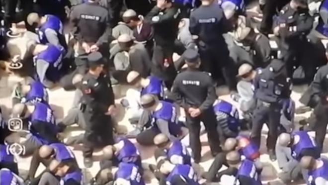 Vídeo: detentos sendo transferidos em massa na China