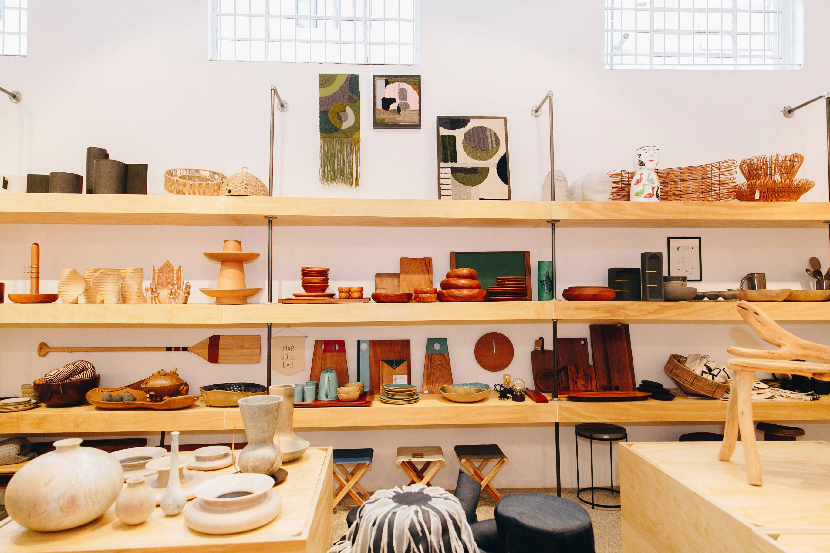 A <em>Ôda Design Club</em>, que antes ficava na Rua Prudente de Morais, integra agora o <em>Coletiza</em>. A nova loja terá também curadoria de design voltada ao mobiliário. Foto: Amanda Lavorato.