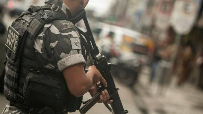 Policial militar em operação