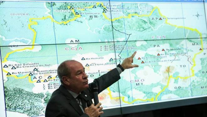 Ministro da Defesa, Fernando Azevedo, divulga os resultados alcançados em um mês de Operação Verde Brasil.
