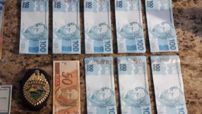 Ao todo, os policiais do serviço reservado da PM encontraram R$ 7.350 em notas falsas.