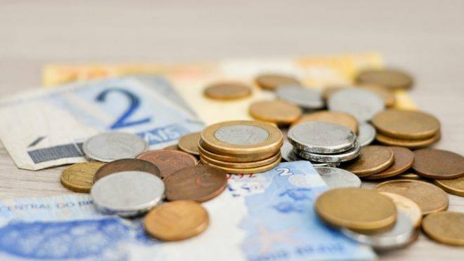 cédulas e moedas de real