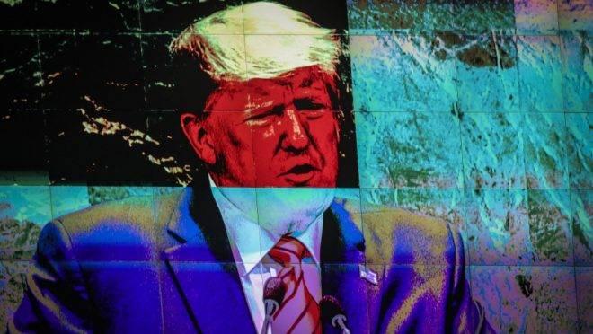 O presidente dos Estados Unidos, Donald Trump, em monitor durante seu discurso na Assembleia Geral da ONU, em Nova York, 24 de setembro de 2019