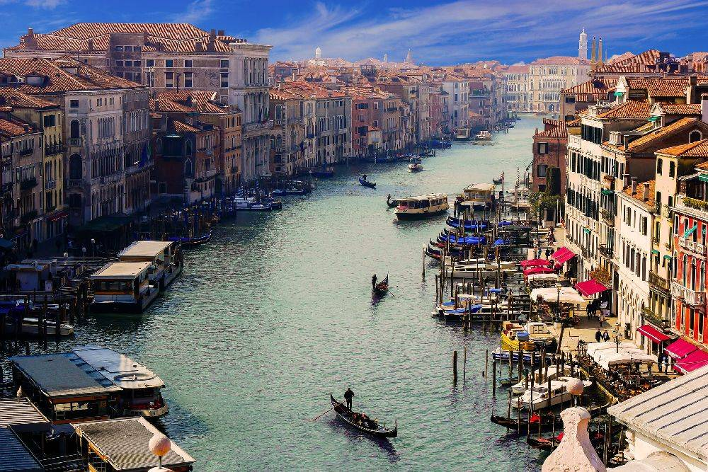 A Itália quer reduzir o tempo de espera para brasileiros que pedem a cidadania.  Na foto, um dos cartões postais do país, Veneza. Foto: Pixabay