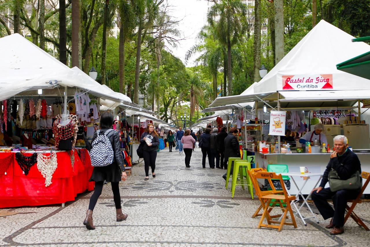 A feirinha de primaverada Praça Osório começou na última quinta-feira (26).