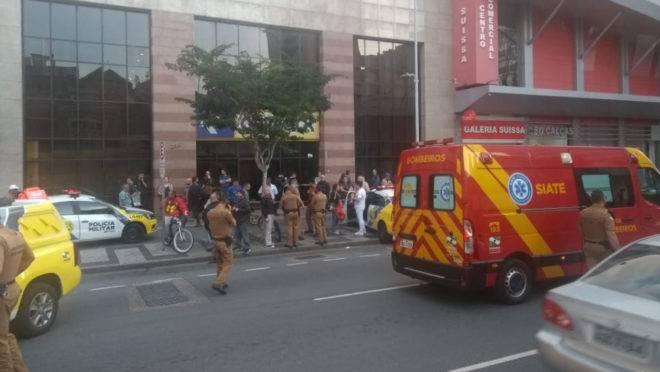 Incidente aconteceu em plena Rua Marechal Deodoro, uma das mais movimentadas de Curitiba