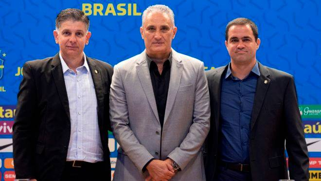 Guilherme Della Dea (Sub-17), Tite (principal) e André Jardine (Olímpica), técnicos das seleções do Brasil.