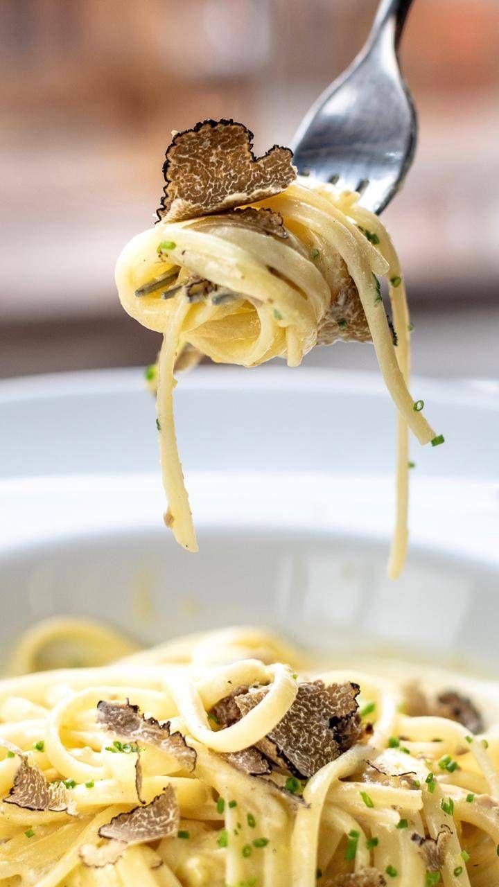 Linguini al tartufaio, um dos pratos favoritos do cardápio da Tartuferia San Paolo para combinar com as trufas.