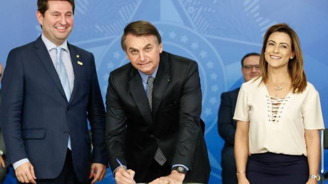 O presidente da República, Jair Bolsonaro, sanciona a Lei da Liberdade Econômica.