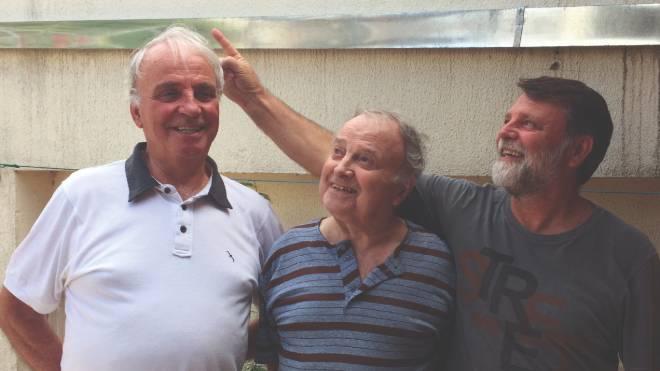 Olexij (no meio) com seus irmãos: lembranças da vida na Ucrânia para as gerações mais novas.