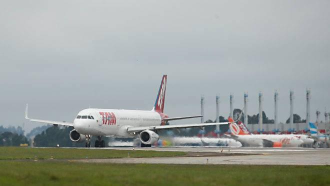 Avião da TAM no Afonso Pena
