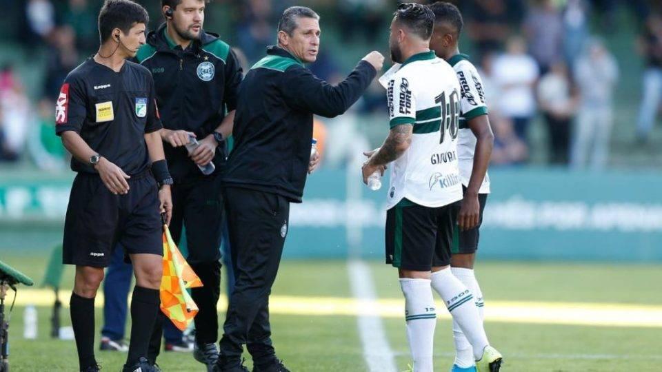 """Na estreia, Jorginho diz que Coritiba jogou com espírito de Série B: """"Faltava entrega"""""""