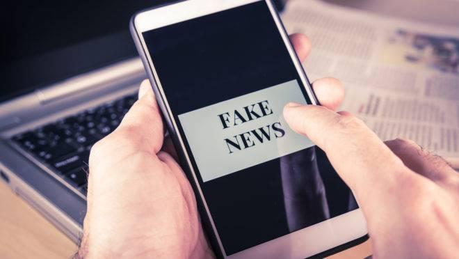 Mesmo com o banimento, algumas das redes de fake news ligadas a políticos continuam ativas até hoje