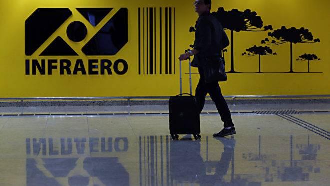Desconto em passagens aéreas: Saguão do Aeroporto de Curitiba