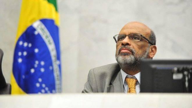 Secretário estadual de Fazenda, Renê Garcia, durante prestação de contas quadrimestral na Assembleia Legislativa do Paraná.