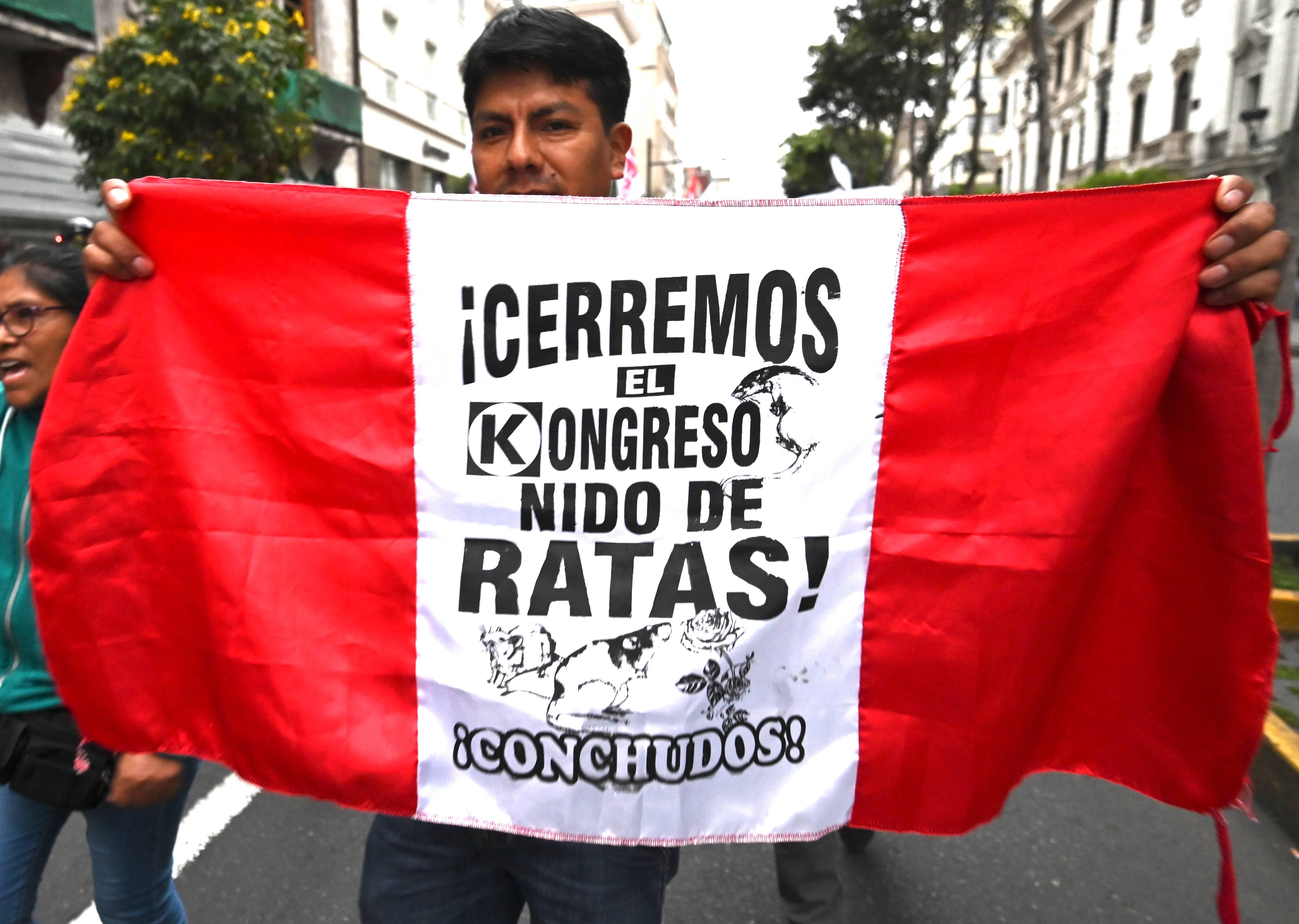 Manifestantes marcham contra a corrupção em Lima, Peru