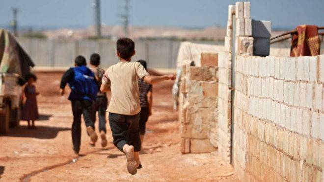 Campo de refugiados sírios na fronteira com a Turquia