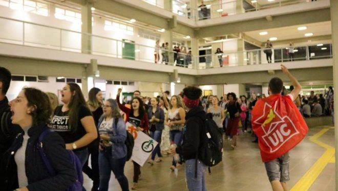 Imagem de abril de 2018, na UFFS: alunos se manifestam contra professor de direita.