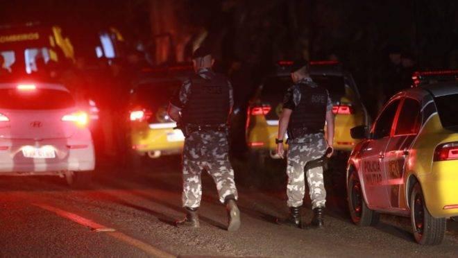 Três suspeitos do assalto a banco morreram em confronto com a PM na noite de segunda-feira.