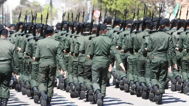 Desfile militar do Sete de Setembro em Curitiba.