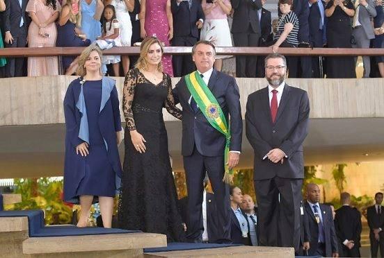 O vestido que a primeira-dama usou na posse de Bolsonaro no Ministério das Relações Exteriores.
