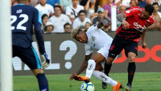 Marinho sofreu o pênalti inexistente no final da partida.