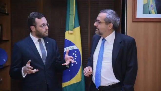 Deputado Filipe Barros (PSL-PR) com o ministro da Educação, Abraham Weintraub.