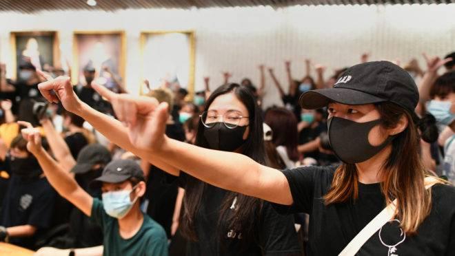 Manifestantes protestam contra repressão policial em Hong Kong