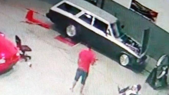 Peça se soltou do carro que estava sendo preparado para uma prova de arrancada e atingiu o mecânico.