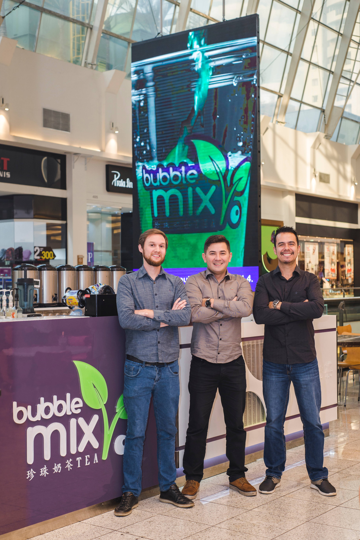 Da esquerda para a direita: Rodrigo Balotin , Alex Lin e Rogério Arcanjo, os sócios-proprietários da Bubble Mix Tea. Foto: divulgação.