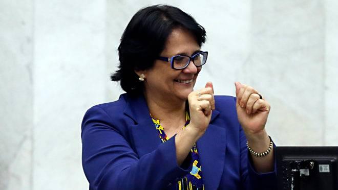 Damares Alves, ministra da Mulher, da Família e dos Direitos Humanos, lançou o projeto Salve uma Mulher, de combate à violência contra a mulher